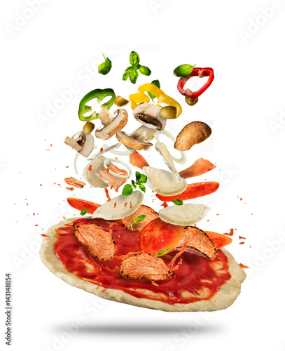 Photo  Flying ingredients with pizza dough, on white background