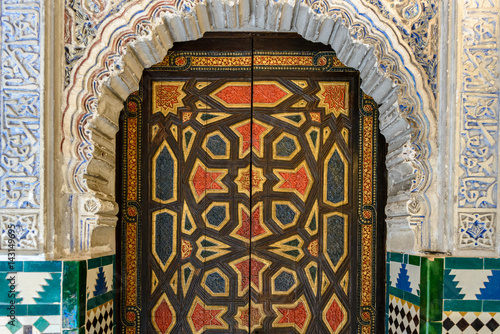Canvastavla  Decorated door in Mudejar palace of Alcazar, Seville, Spain