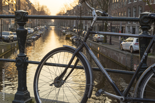 Photo  Esthetic bike view from Amsterdam Bridges