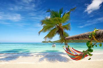 Odmor na plaži s visećom mrežom