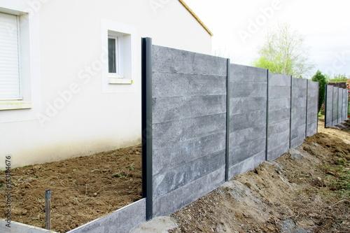 pose de clôture en béton gris Fototapet