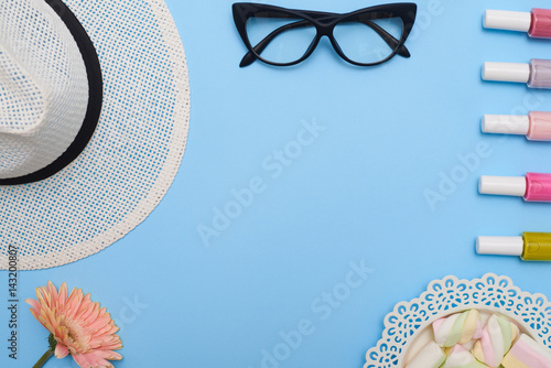 Stampe  Flat lay of feminine collection of hat, glasses and nail polishes