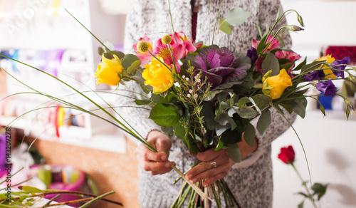 Spoed Foto op Canvas Iris Florist making a bouquet