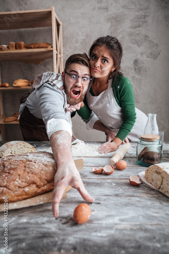 Keuken foto achterwand Bakkerij Young man and woman trying to catch egg