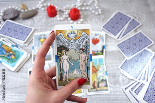 Photo  Tarot cards, candles and accessories on a wooden table