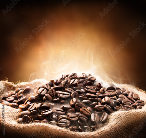 Papiers peints Café en grains Roasted Hot Coffee In Jute Bag