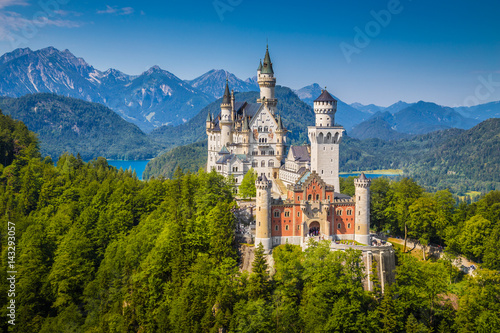 Fototapeta premium Schloss Neuschwanstein w lecie, Bawaria, Niemcy