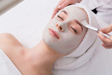 Woman Gets Face Mask By Beauti...