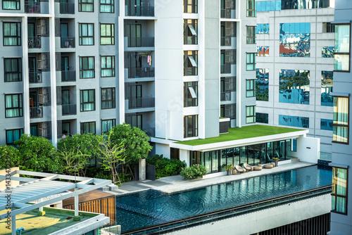 Pool of the condominium. Fototapet