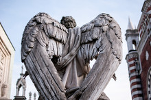 Angel Statue With Wings In A C...