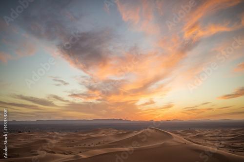 Poster de jardin Desert de sable Sand dunes of the Sahara desert at sunset - Merzouga - Morocco