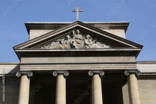 Poster Monument Le fronton de l'église Saint Denys du Sacrement dans le Marais parisien