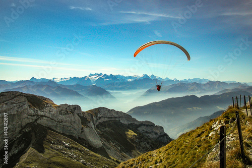 Carta da parati Switzerland Parachuting