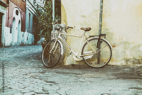 Staande foto Fiets Classic bike leaning against the wall.Photo processing for the style of instagram.Italy