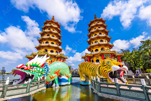 Valokuvatapetti Kaohsiung Lotus Pond and Pagodas