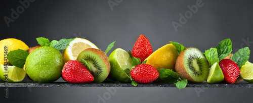 Foto op Aluminium Vruchten Ripe juicy fruits and peppermint with water drops