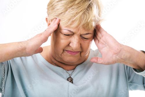Fototapeta Starsza kobieta z bólem głowy  obraz