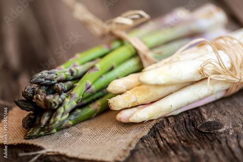 bottes d'asperges vertes et blanches 1