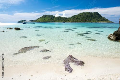 koh-khai-nok-wyspy-tajlandii-w-swietle-slonca