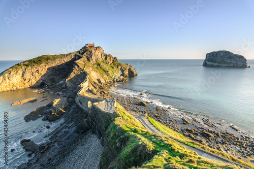 Cadres-photo bureau Cote san juan de gaztelugatxe hermitage on sunny day, Spain
