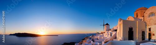 Fototapeta Sunset over Oia village on Santorini island in Greece obraz