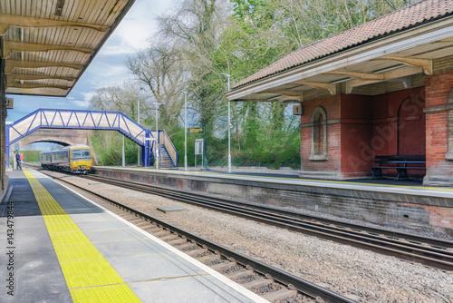 Plakat Pociąg wjeżdża na stację w Wielkiej Brytanii