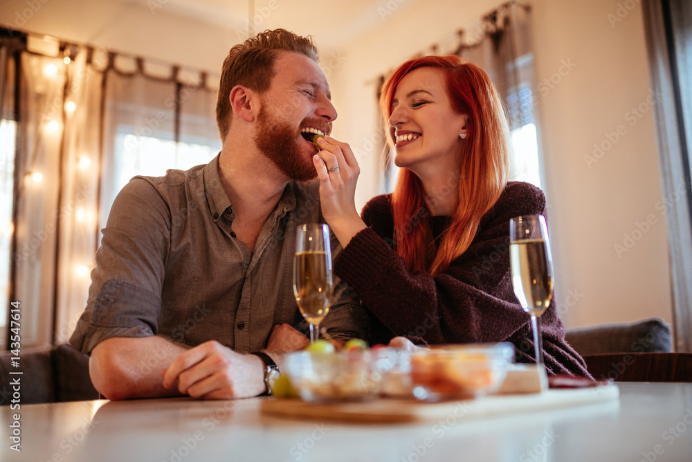 Fototapety, obrazy: Foodie couples have a closer bond than normal couples