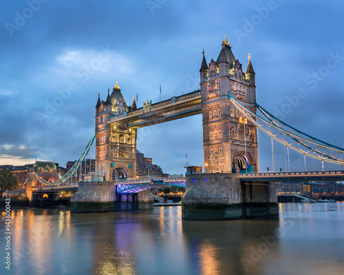 Poster Londres Tower Bridge in the Morning, London, United Kingdom