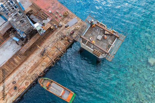 Poster Afrique du Sud Aqaba, Jordan, 10/10/2015, Metal and concrete Jetty foundation construction at the Aqaba new port photographed from above