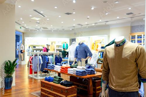 Cuadros en Lienzo interior of shopping mall