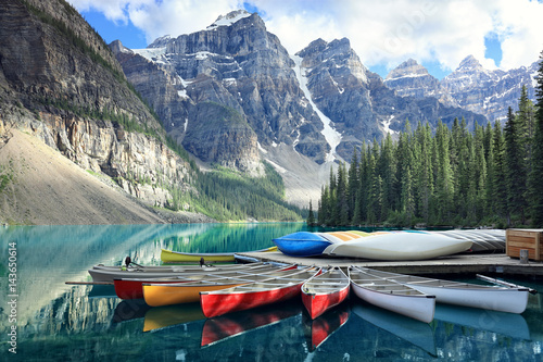 Foto auf Leinwand Kanada Moraine lake in the Rocky Mountains, Alberta, Canada