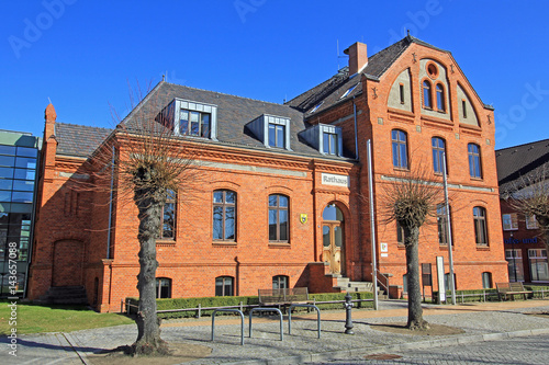 Fototapety, obrazy: Rathaus Lübz (Mecklenburg-Vorpommern)