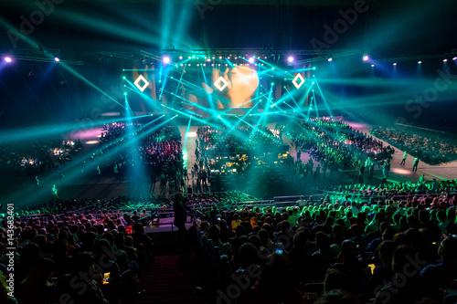 Zdjęcie XXL Pokaz świetlny przed rozpoczęciem konferencji w sali kongresowej