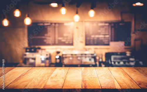 Pinturas sobre lienzo  Wood table top with blur counter coffee shop,cafe background