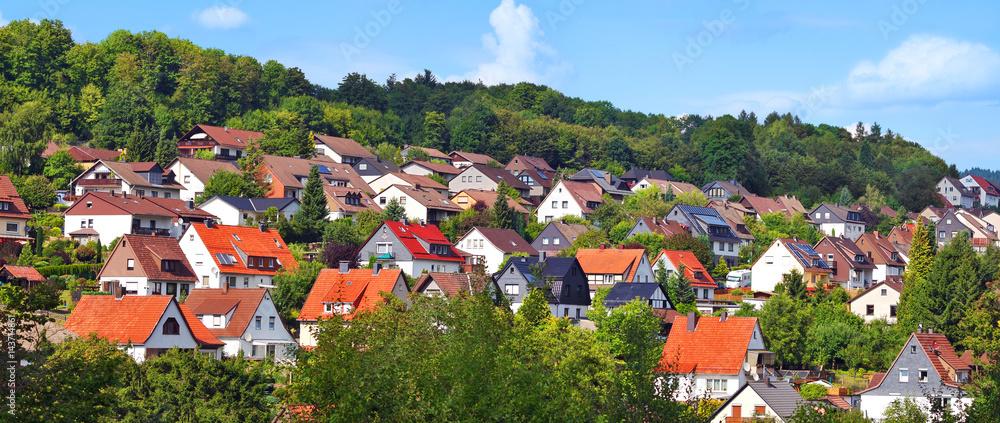 Fototapeta Wohngebiet im Grünen