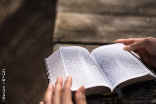 Zdjęcie XXL Czytanie Słowa Bożego Biblia Święta księga