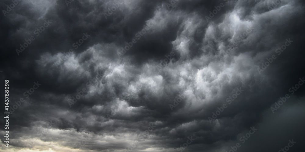 Fototapeta Cielo tempestoso e cielo drammatico