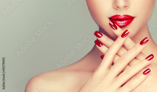 Foto op Aluminium Manicure Beautiful girl showing red manicure nails . makeup and cosmetics