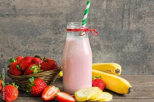 Foto op Aluminium Milkshake fresh strawberry and banana smoothie in a bottle