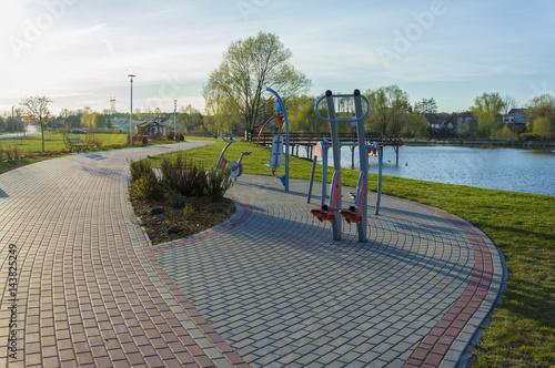 Obraz premium Urządzenia do ćwiczeń na świeżym powietrzu, Lipsko, Polska