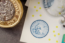 New Five Sterling Pounds Note ...