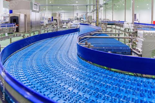 Fotografiet  Empty conveyor belt of production line, part of industrial equipment