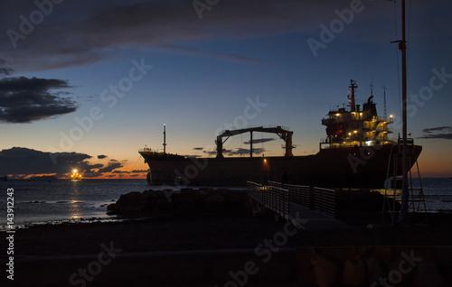 Photo Ship aground off the coast