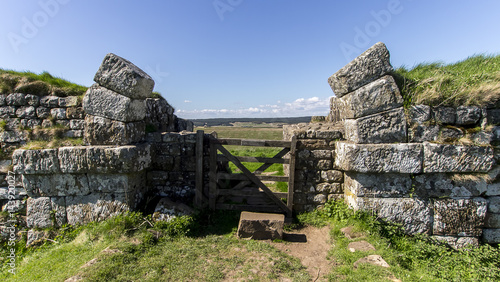Fototapeta Mile Castle 37 - Hadrian's Wall near Steel Rigg in Northern England