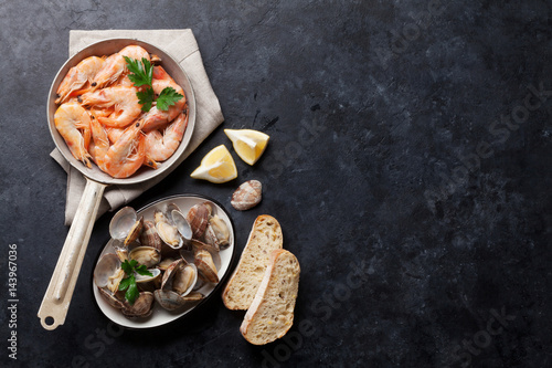 Poster Schaaldieren Fresh seafood on stone table. Scallops and shrimps