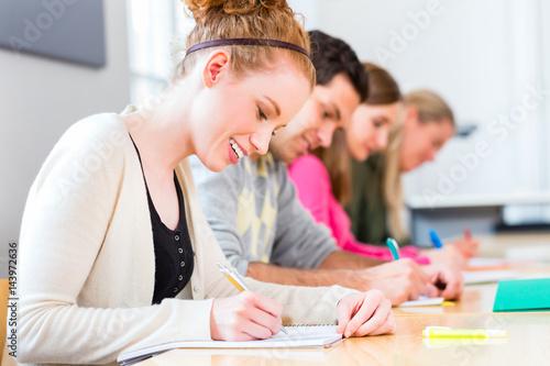 Universität Studenten schreiben Examen Test Fototapete
