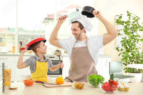 Poster Cuisine Dad and son cooking at home