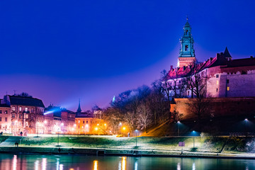 Fototapeta Panorama Miasta Royal castle of the Polish kings on the Wawel hill, over the Vistula river in the evening, Krakow, Poland