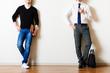 スーツと私服の男性,比較,サラリーマンとフリーランサー