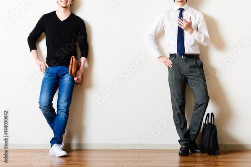 スーツと私服の男性,比較,サラリーマンとフリーランサー Fototapet